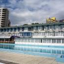 Вид на бассейн и корпус пансионата Эдем в Сочи.