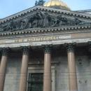 Западный фронтон Исаакиевского собора с надписью «Царю Царствующих».