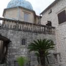 Церковь Марии на Рифе и колокольня на острове Госпа од Шкрпела. Черногория.