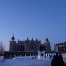 Перед Театром Кукол «Экият» в Казани ежегодно строят «Ледяной городок» для детей.