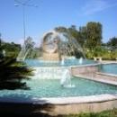 Фонтан «Дельфин» в парке города-курорта Кемер.