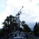Фонтан «Дождь любви» в парке города Кемер.