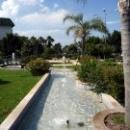 В парках Кемера много фонтанов и зелени.