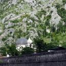 Церковь Святого Николая за крепостной стеной в старом городе Котор.