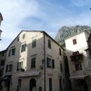 На улицах старого города Котора в Черногории.