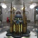 Макет Мечети Кул Шариф вращается и подсвечивается, позволяя рассмотреть архитектуру здания со всех сторон.