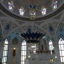 Мечеть Кул-Шариф внутри украшает люстра из чешского хрусталя.