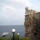 Ласточкино гнездо на 40-метровой скале.