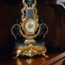 Часы в одной из комнат в Ливадийском дворце.