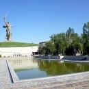 Площадь Героев. Вид на 6 скульптур и монумент Матери-Родины.