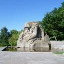 Озеро слез. Скульптура «Скорбящая мать» на Площади Скорби. Волгоград.