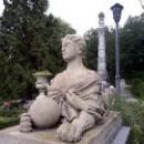 Скульптуры в парке Массандровского дворца.