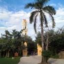 Испанская церковь в парке Шкарет. Мексика.