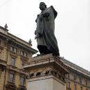 Скульптурные композиции и памятники в Милане.
