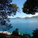 Неспешные прогулки вдоль побережья Адриатического моря на курорте Милочер.
