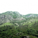 Железная дорога в горах Черногории проложена через множество тоннелей и мостов.