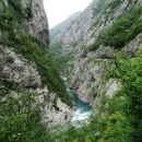 Каньон реки Морача поражает своим величием и красотой пейзажей.