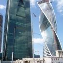 Башня «Империя» (Деловой центр «Империя») и Башня «Эволюция» (спиралевидная форма здания, в виде молекулы ДНК) в Москва Сити.