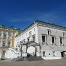 Грановитая палата у стен Большого Кремлёвского дворца на Соборной площади в Кремле.