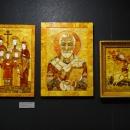 Иконы из янтаря. Музей янтаря в Калининграде.