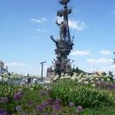 Памятник Петру I «В ознаменование 300-летия Российского флота» в Москве.