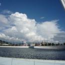 Фонтан и Олимпийский факел в Олимпийском парке Сочи.