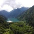 Экскурсия на озеро Рица в Абхазии с посещением голубого озера и водопадов.