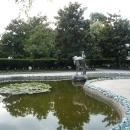Пруд в парке Ривьера в Сочи.