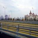Горки в тематическом парке развлечений в Сочи.