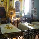 Беломраморные саркофаги в Петропавловском соборе. Надгробие Петра I.