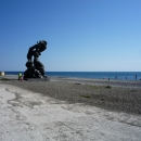 Скульптура на пляже. курорт Пицунда. Абхазия.