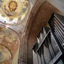 Орган под сводом Пицундского Храма. Роспись X века.