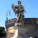 Скульптура Ангела на Мосту Святого Ангела в Риме.