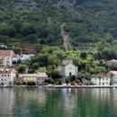 Старинные города и поселки на полуострове Врмац в Черногории.