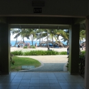 Вид на пляж из корпуса отеля Меморис Сплеш Пунта-Кана 5*. Доминикана.