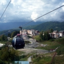 Вид с канатки на горную олимпийскую деревню.