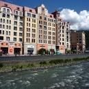Набережная Панорама. Вид на отель Golden Tulip 4*. Роза Хутор.