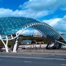 Стеклянный мост Мира в Тбилиси. Грузия.