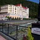 Романов мост. Вид на отель Редиссон. Роза Хутор.