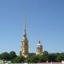 Вид на Шпиль Собора Петра и Павла и Великокняжескую усыпальницу с Петропавловской крепости.