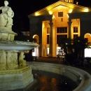 Ночной морской вокзал Сочи в подсветке.