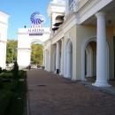 Внутренний парк у «Торговой Галереи» в Сочи.