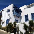 Здания городка Сиди-Бу-Саид в бело-голубой гамме. Тунис.