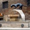 Сиена. Фонтан со статуей пантеры