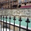 """Фонтан \""""Источник радости\"""" на площади  Piazza del Campo"""