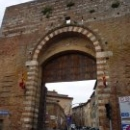 Сиена. Ворота крепостных стен скрывают центр средневекового города Сиены.