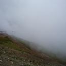 Высота 2320 метров. Над Роза Пик туман даже летом.