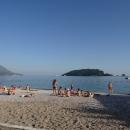 Напротив Славянского пляжа в Будве находится остров Святого Николая.