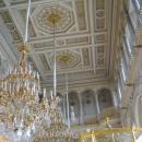 Северный Павильонный зал Малого Эрмитажа украшают 28 хрустальных люстр.