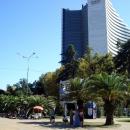 Вид на отель Хаятт (Hyatt Regency Sochi 5*) с площади Искусств Сочи.